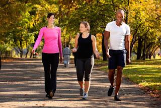 """<img src=""""ejercicio-suave-adelgazar.jpg"""" alt=""""una rutina de ejercicio para los primeros días debe incluir ejercicios suaves"""">"""