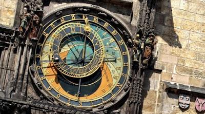 [Tekno] Jam Astronomi Praha Hiasi Google Doodle Hari Ini