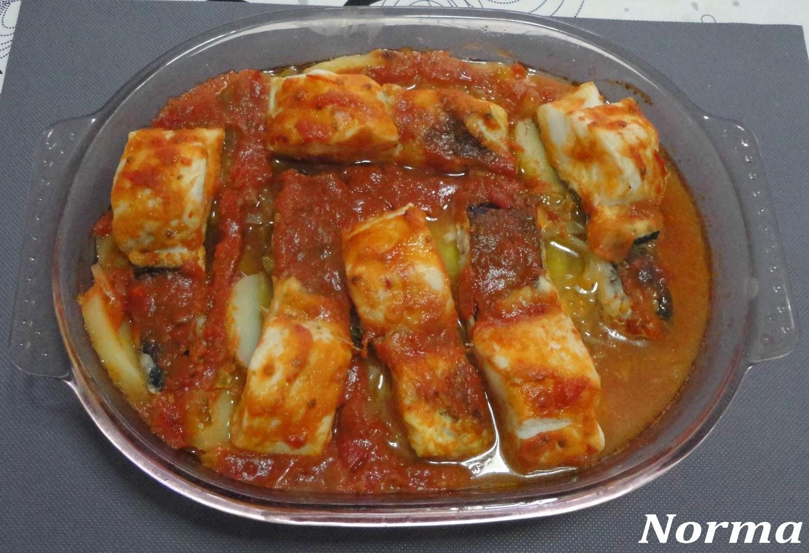 Cinco fogones merluza al horno con salsa de tomate - Salsa para verduras al horno ...