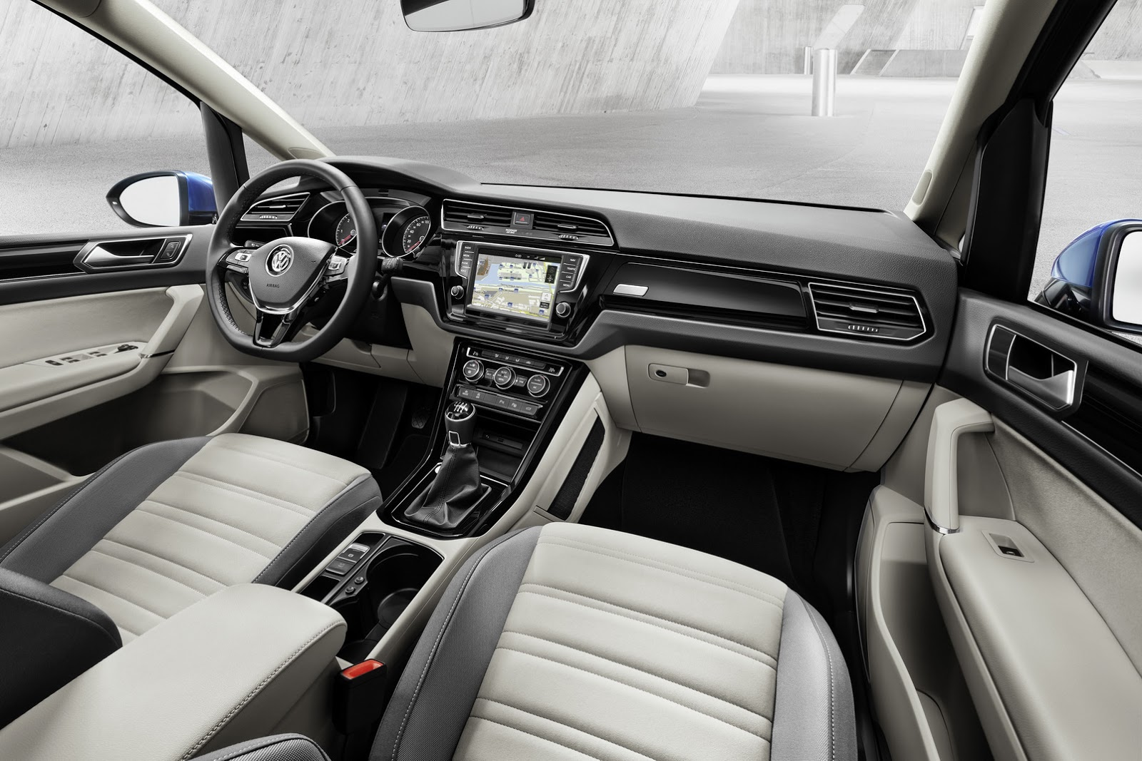 It s official all new vw touran based on mqb platform w for Finition interieur