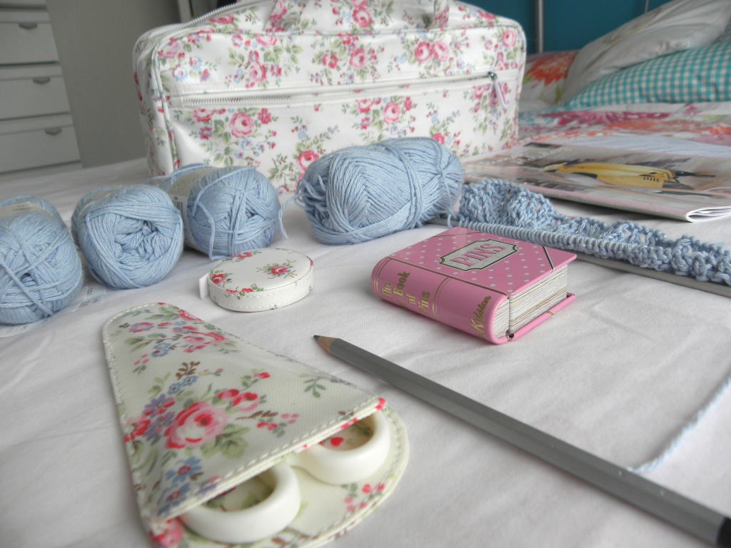 floral and feather: What s in my knitting bag?