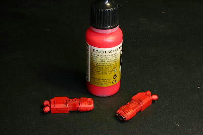 Rojo escarlata sobre las armas de plasma de la Stormraven