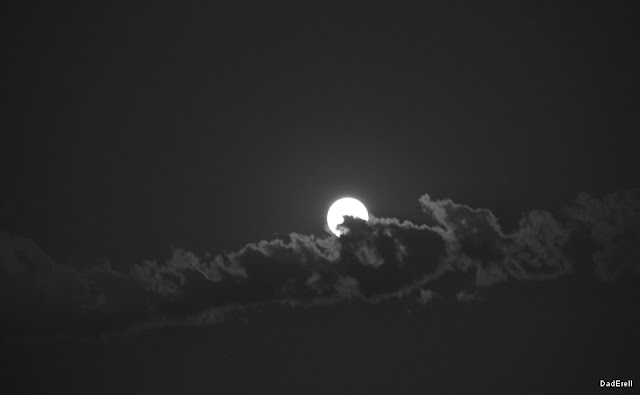 La lune dans un nuage.
