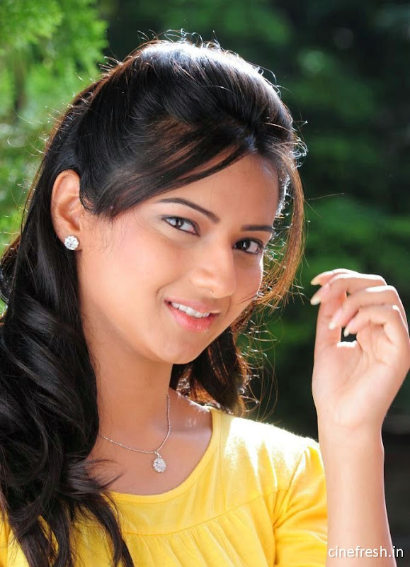 Isha Chawla New Cute Stills Isha chawla Beautiful Photos glamour images