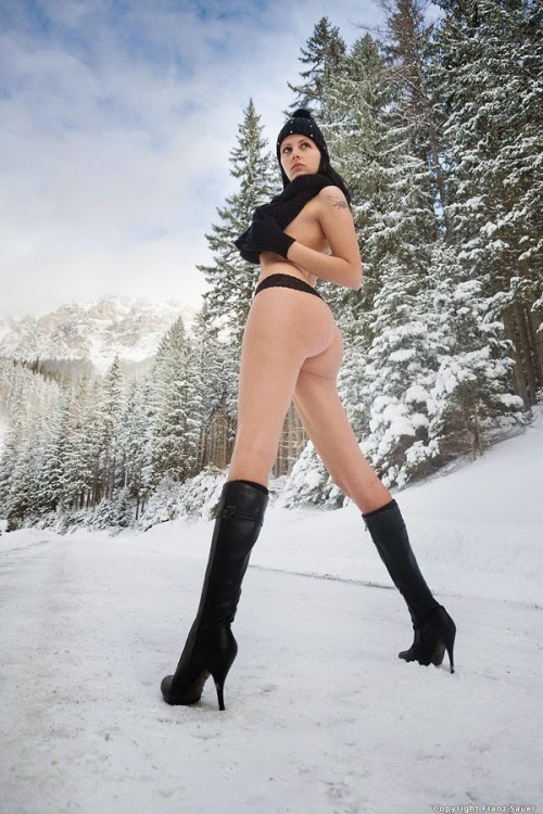 sexy hot girls in the snow during winter , pics hot in the snow , sexy girls 1x2