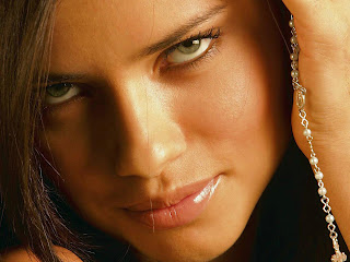 Adriana Francesca Lima HD Wallpaper