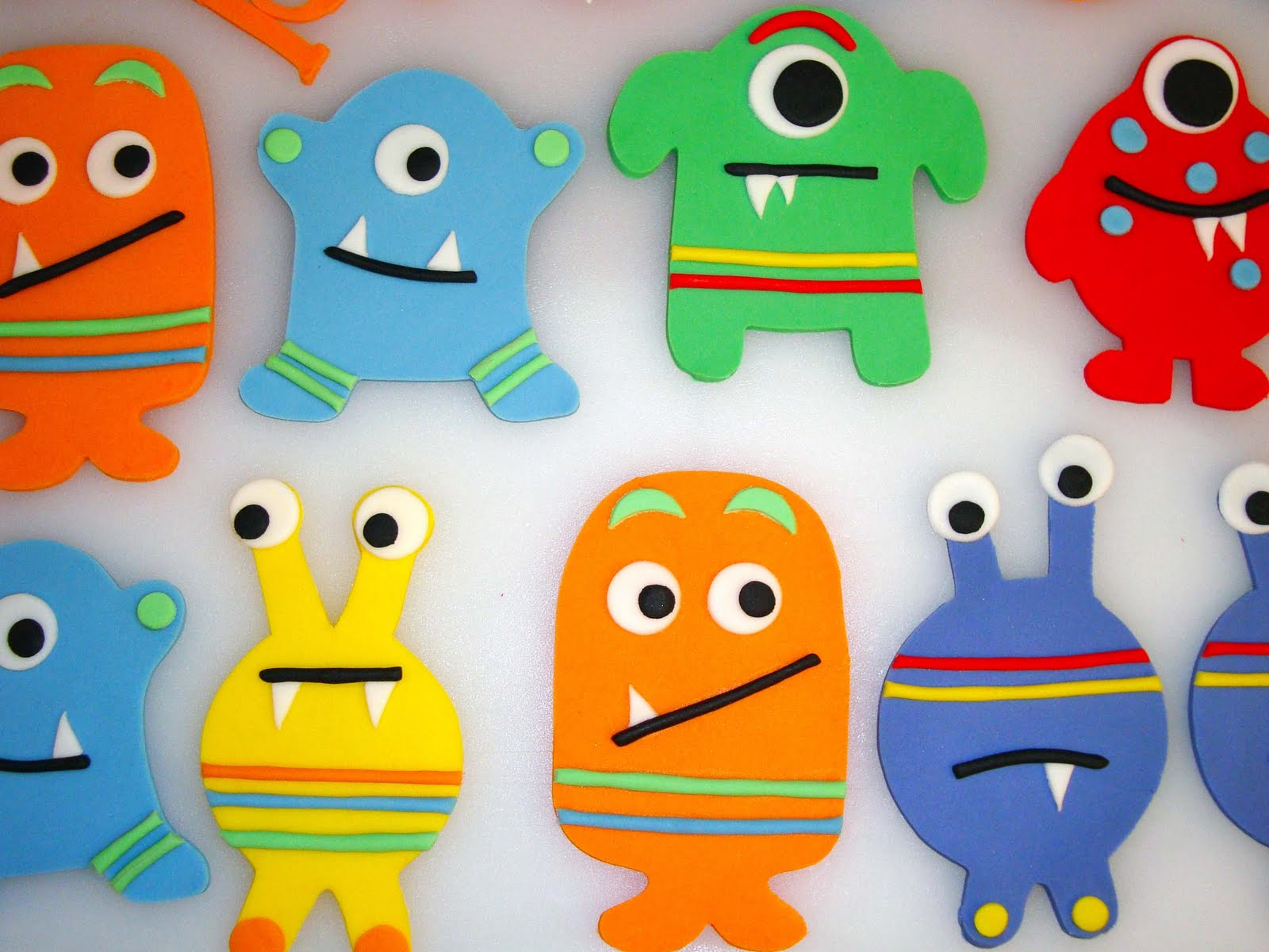 also formed these fondant cupcake toppers to match Lil' Monster ...