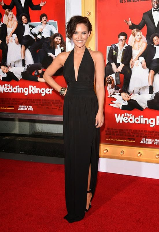 Flashing a broad smile, Nicky Whelan managed to pull off her simply design with ease as she walked to the red carpet at the TCL Chinese in Hollywood on Tuesday, January 6, 2015.  The 33-year-old shared her delicious style in a dark gown, who introductively her flawless figure to the amazing art.