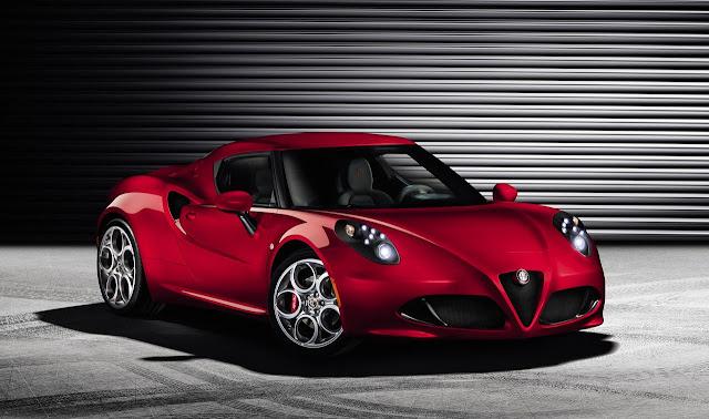 La nuova Alfa Romeo 4C (tre quarti anteriore)