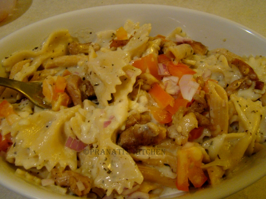 how to make white sauce pasta with chicken
