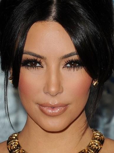 maquillaje para mujeres de cabello oscuro