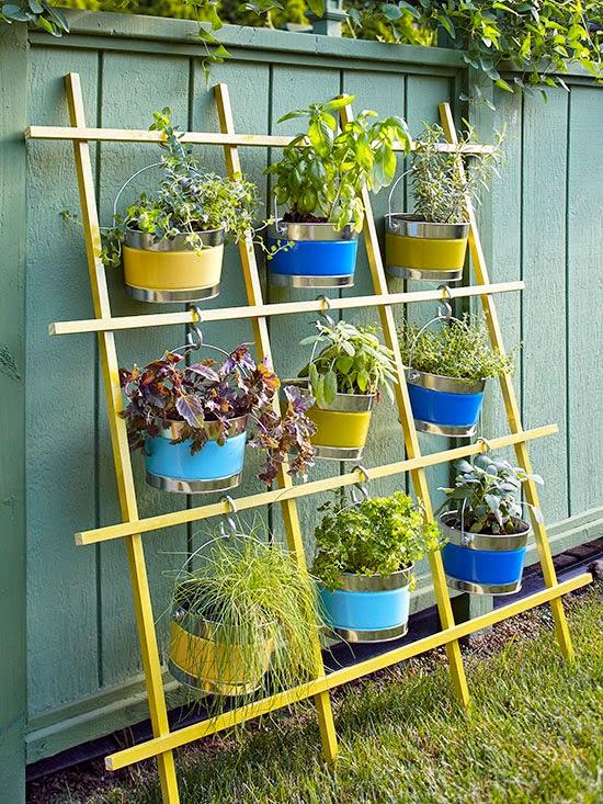 jardim vertical latas : jardim vertical latas:Hanging Trellis Herb Garden Idea