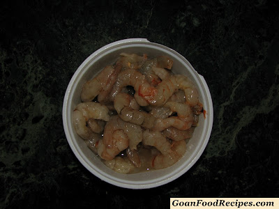 a bowl of fresh prawns