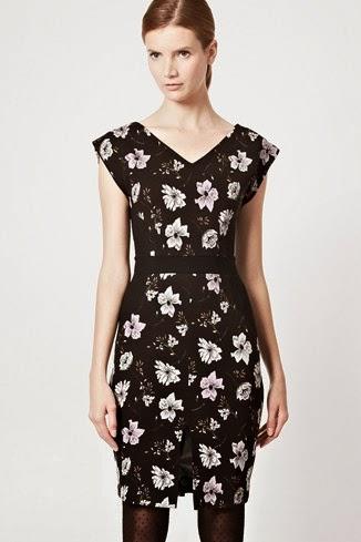 çiçekli kemerli siyah elbise modeli