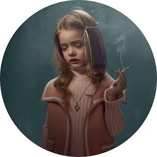 Frieke Janssen, Smoking Kids - Rygende pige