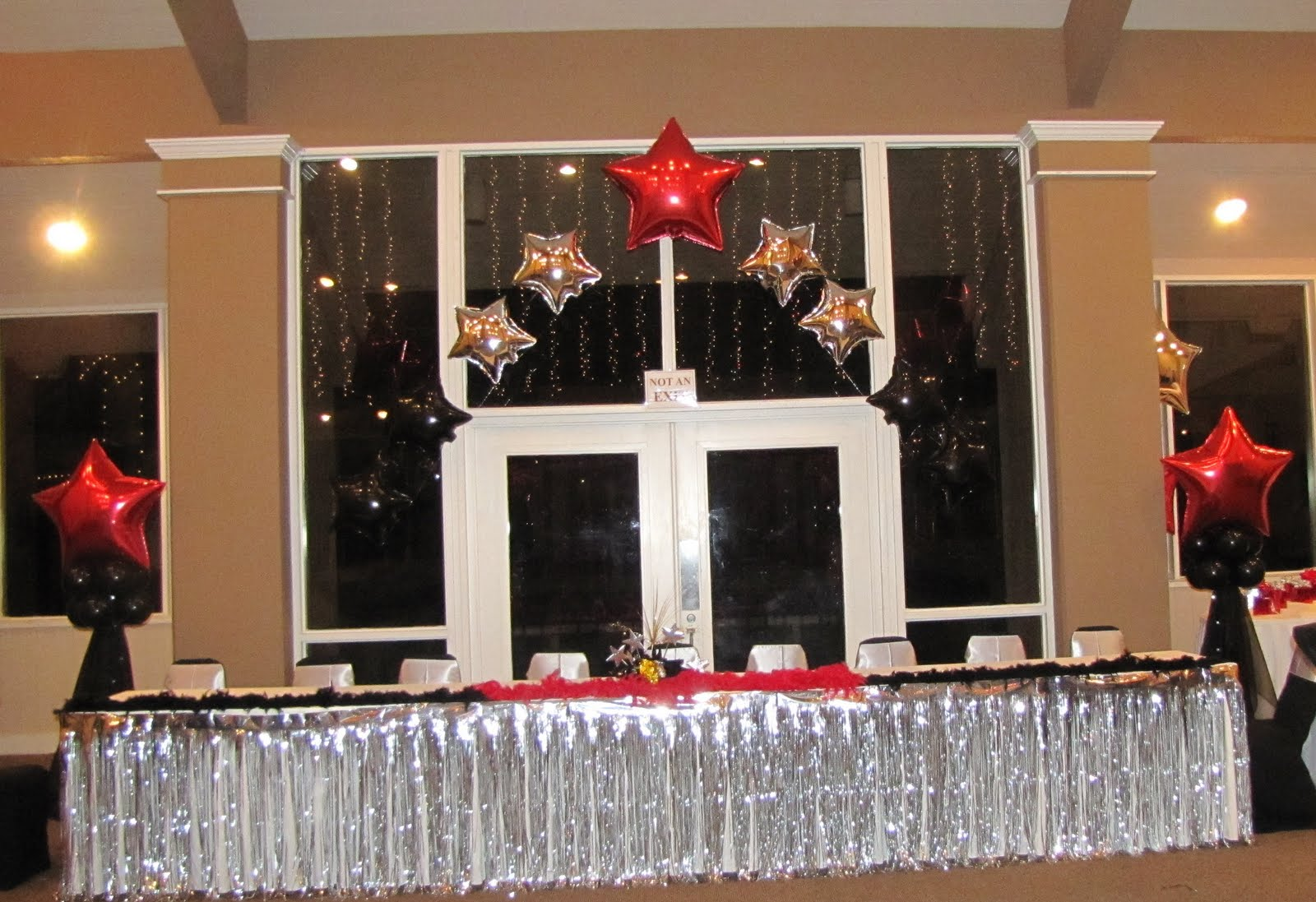 Party people event decorating company hollywood sweet 16 for Hollywood party dekoration