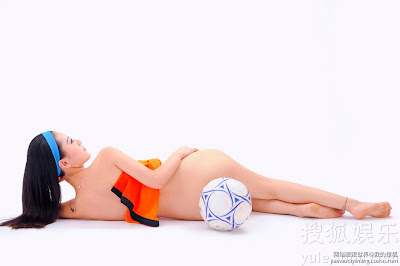 Chinese Model poses nude to support the Netherlands in European Championship 2012