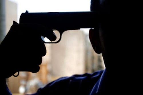 قتل زوجته خطأ بمسدس أثري و أنتحر !! .. شاهد التفاصيل