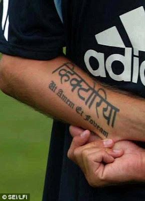 pada tahun 2003 beckham kembali menambahkan tatonya yang tertulis ut ...
