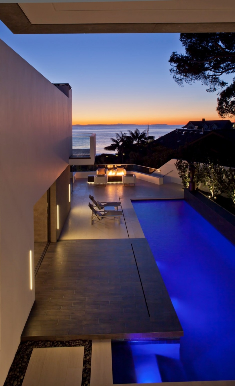 View from the Romantic home above the ocean, California