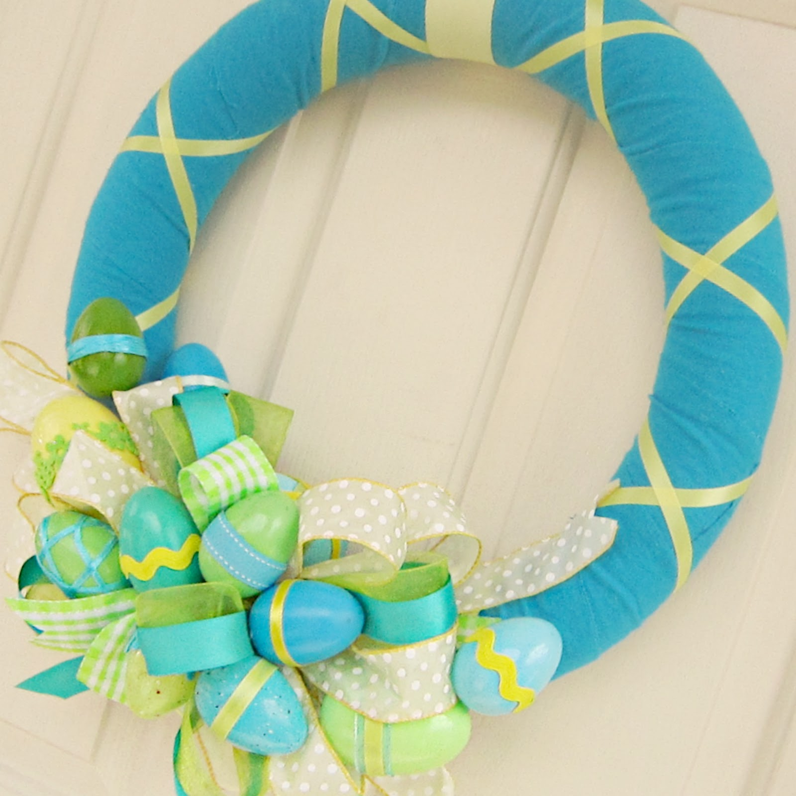 Easter Wrap and Bow Tutorial. Click for 40 more #DIY #Wreath Ideas