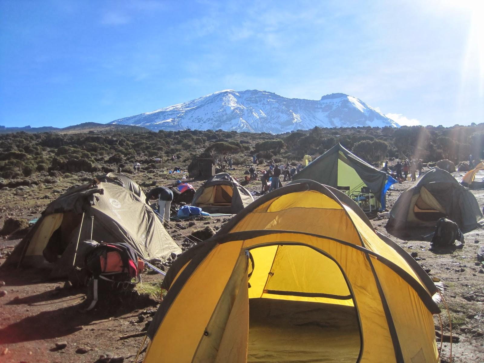ENLACIMA-Amanecer-en-Shira-Hut-Kilimanajro-Ruta-Machame