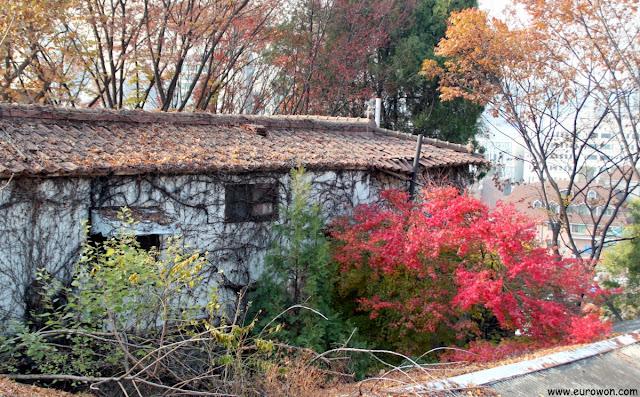 Casa abandonada en el barrio Ihwa-dong de Seúl