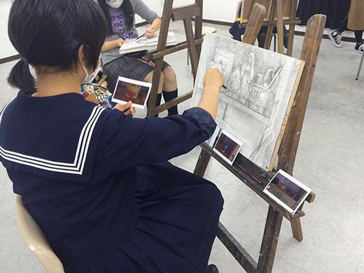 横浜美術学院の中学生向け教室 美術クラブ 言葉からイメージするデッサン『家』5