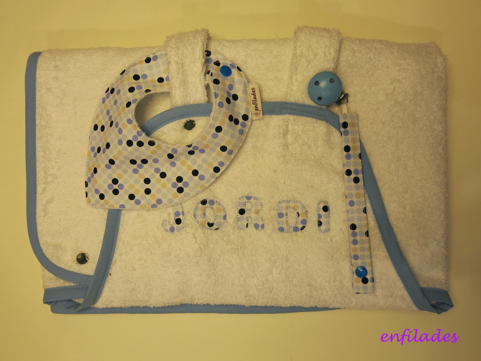 tovallola davantal personalitzada fet a mà_enfilades.cat