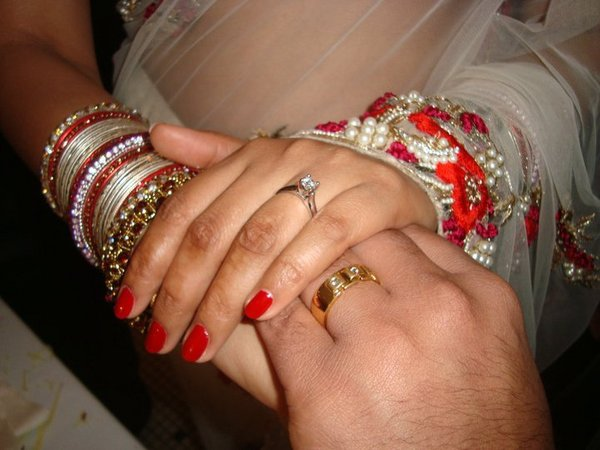 dhamaka news 39 engagement ring ceremony 39 one common custom of indians. Black Bedroom Furniture Sets. Home Design Ideas