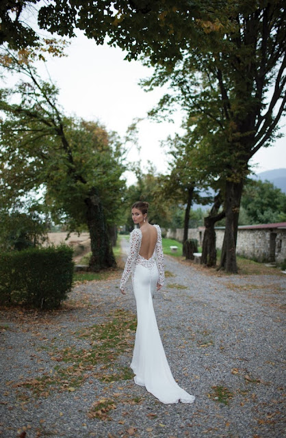 Vestido de Noiva com Decote frente e costas