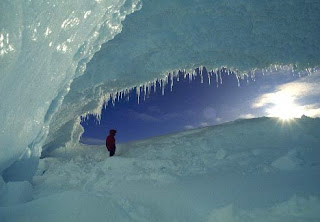 Ice Caves – Creative Photography Wallpapers