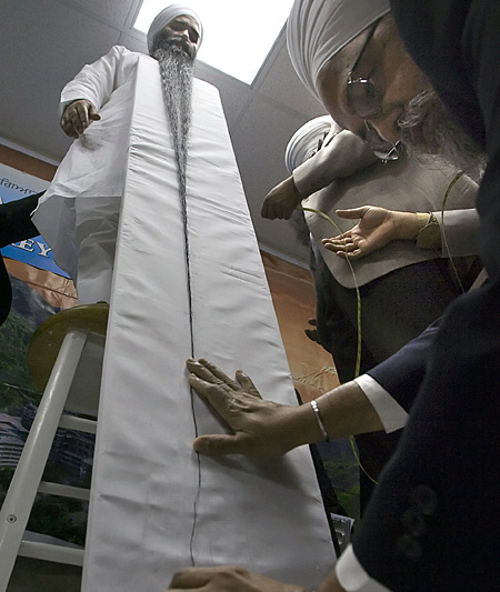 Amazing World Magazine: The longest beard for the Guinness ...