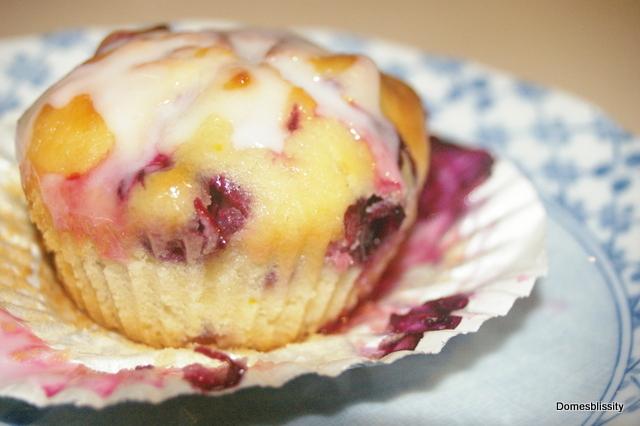 Domesblissity: Lemon & Blueberry Yoghurt Cakes