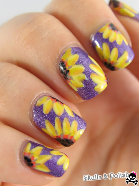 sunflower_nailart_hema_holographic_purple_handpainted