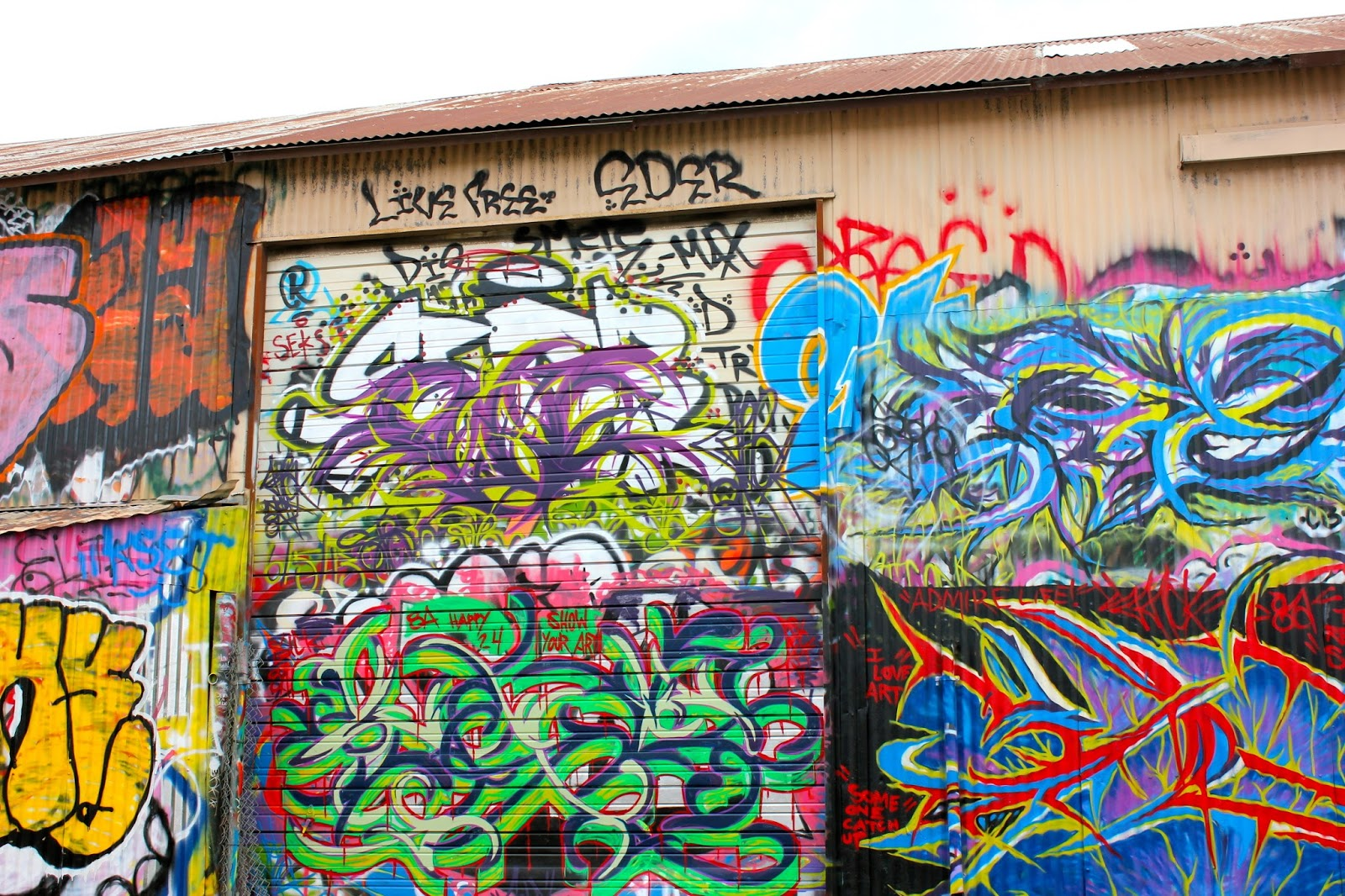 Graffiti wall dallas - In April Of 2013 The City Of Dallas Released A Building That Was A Free Canvas For Street Artists It S Called A Free Wall Therefore It Is Legal For