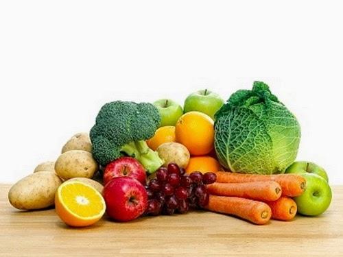 makan-buah-buahan-dan-sayuran-segar