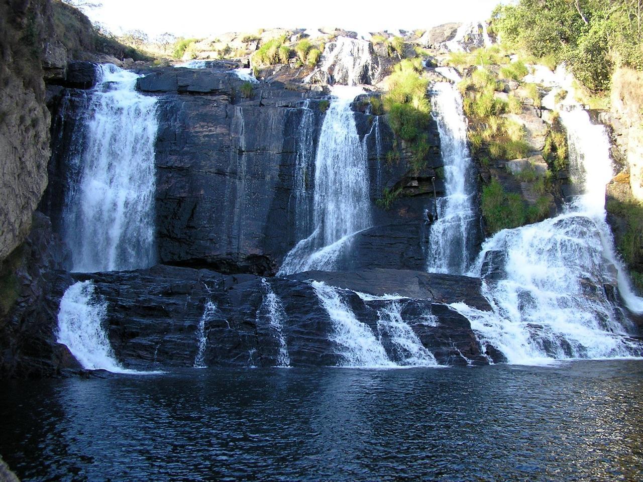 http://1.bp.blogspot.com/-eoasovhWEyY/TlF3nlF8sXI/AAAAAAAAbAc/UP5--On9JTA/s1600/Cachoeira+Na+Serra+Da+Canastra+-+Minas+Gerais.jpg