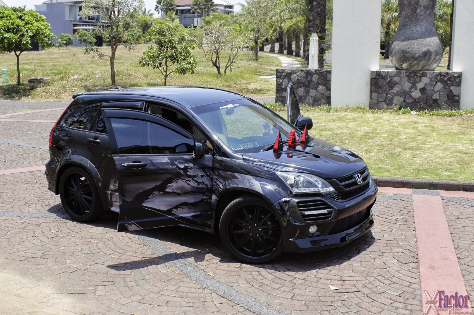modifikasi mobil honda crv hitam