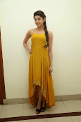 Pranitha latest dazzling pics-thumbnail-3