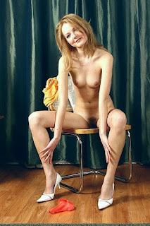 免费性爱照片 - Sexy Naked Girl with Hairy pussy