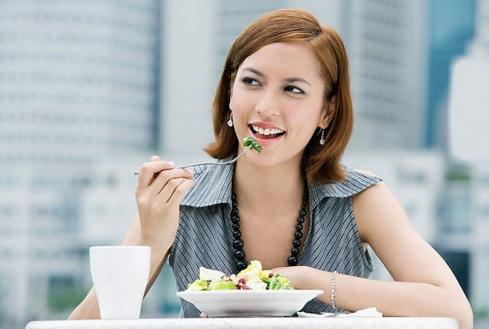 Ăn chậm giúp giảm cân