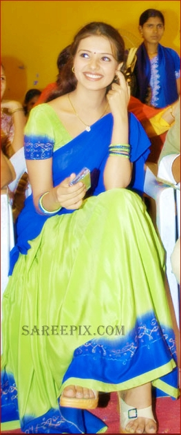 Saloni smiling photo in half saree