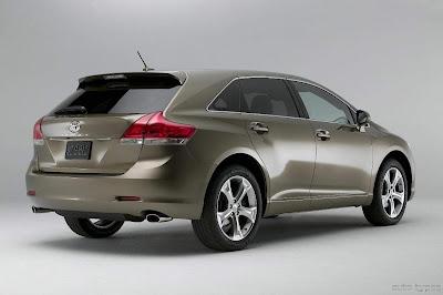 2013-Toyota-Venza_rear_picture