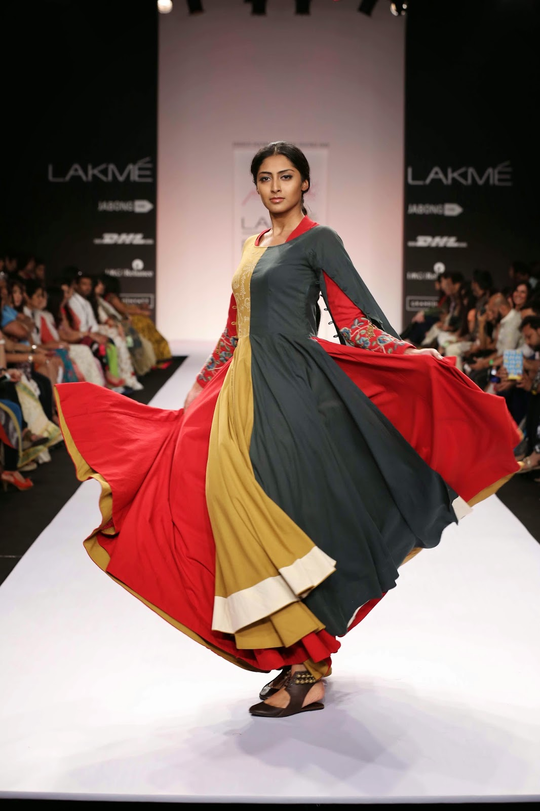 The show opened with two majestic full circle floor length gowns with a marked Lambadi touch. Soon flared minis, long sleeved collared kurtas, waisted black dress with print/embellishment and kedia inspired tops swirled down the catwalk.