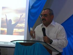 Ministrando a Palavra de Deus na IEC Família Viva em 18/08/2013