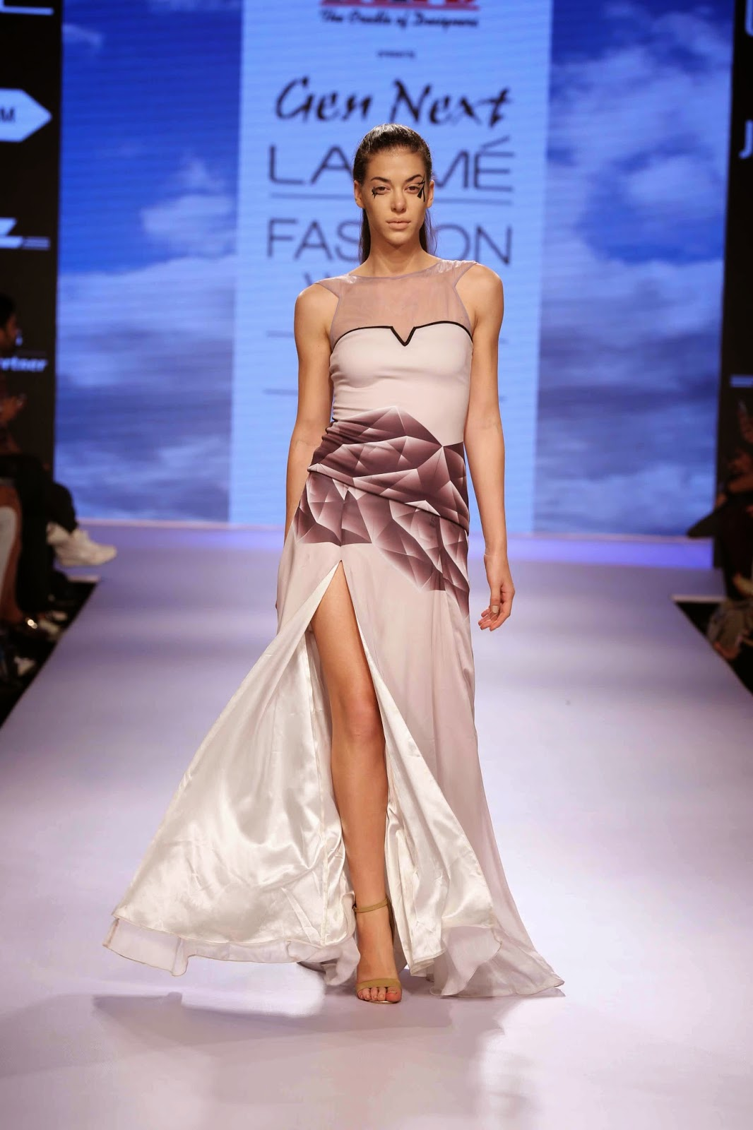 http://aquaintperspective.blogspot.in/, LIFW day 1 ,Kanika Goyal