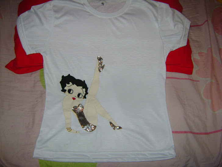 Camiseta bordada Betty