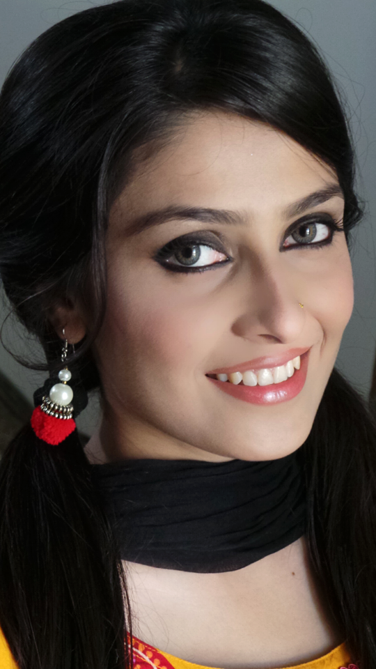 Pakistani Model And Actress Most Beautiful Ayeza Khan Latest Looks 2013