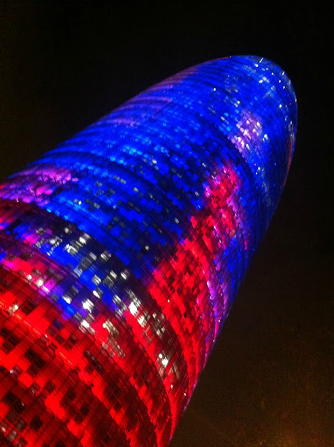 Torre Agbar Barcelona bei Nacht
